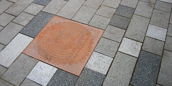 betonWare Reliefplatten aus eingefärbtem Beton