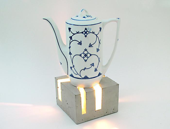 t_Licht mit Kaffeekanne