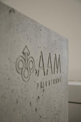 betonware, Betontresen, Sonderanfertigung, Logo, Relief